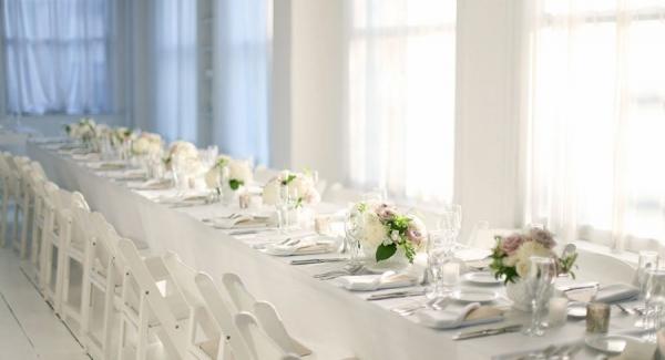 a1_White Chairs